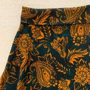 LuLaRoe size S skirt, great Fall colors